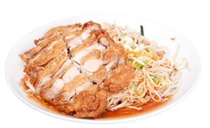 Fried noodles with crispy chicken